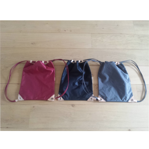 Rugtas in zwart, grijs of rood